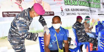 Korps Marinir TNI AL Gelar Serbuan Vaksinasi Massal Di Kota Sorong