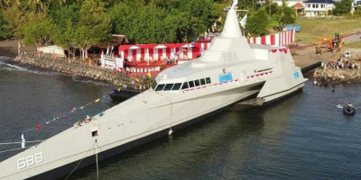 KRI Golok, Kapal Perang 'Siluman' Buatan dalam Negeri Pengganti KRI Klewang 625 Resmi Diluncurkan