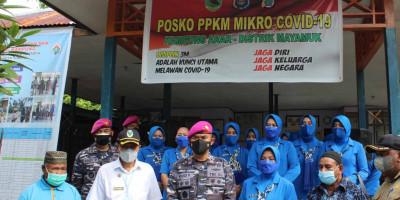 Pasmar 3 Korps Marinir Lakukan Serbuan Vaksin ke Pulau Terpencil di Pulau Arar Distrik Mayamuk