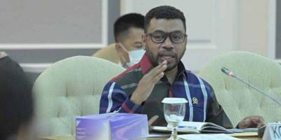 Filep Wamafma: Rakyat Papua Tidak Butuh Somasi, Rakyat Butuh Keterbukaan Informasi!