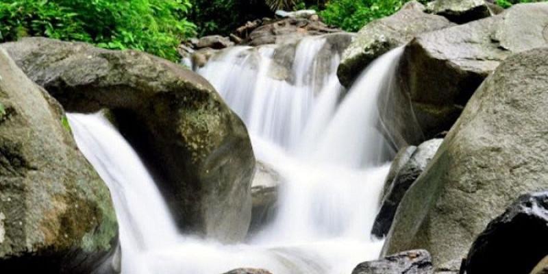 Menikmati Keindahan dan Fasilitas di Air Terjun Mantikole Sigi