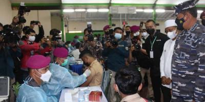 Korps Marinir TNI AL  Sasar Wilayah Pondok Pesantren Untuk Di Vaksin