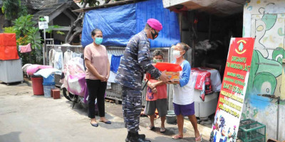 Sambut HUT Ke 76 TNI AL, Lanmar Jakarta Bagikan Paket Sembako