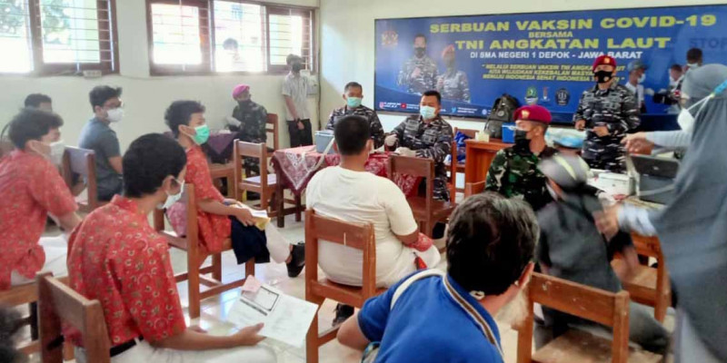 Jelang HUT TNI AL Ke-76, Lanmar Jakarta Gelar Vaksin Di SMA Negeri 1 Depok