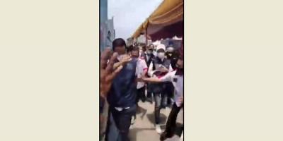 Detik-detik Gubernur Anies Baswedan Terperosok di Saluran Got