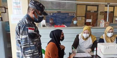 Tim Kesehatan Yonmarhanlan XIII Tarakan Berperan Aktif Dukung Serbuan Vaksin Lantamal XIII