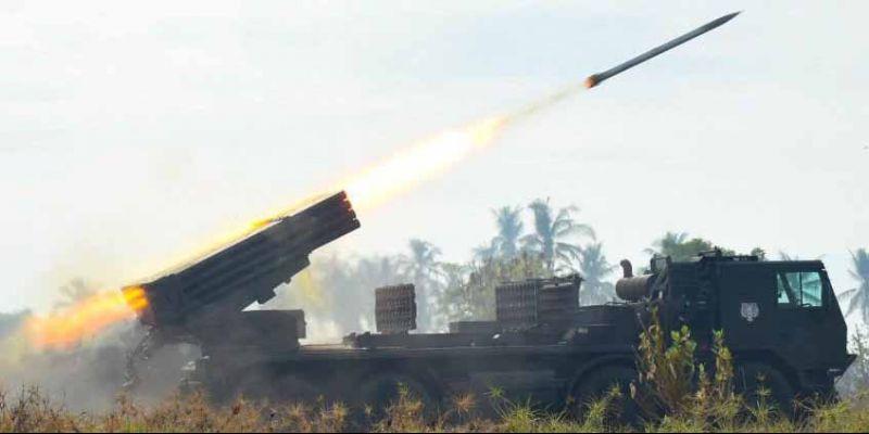 Dentuman Meriam Artileri Korps Marinir TNI-AL Hancurkan Pertahanan Musuh.