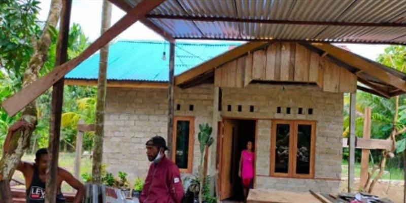 Kementerian PUPR Serahkan 110 Unit Hunian  Program Bedah Rumah di Teluk Wondama Papua
