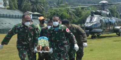 Aparat TNI Berhasil Evakuasi Nakes Korban Kekejaman KST Dari Distrik Kiwirok