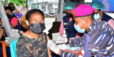Gebrakan Serbuan Vaksinasi Korps Marinir TNI AL Sasar Terminal Remu Kota Sorong