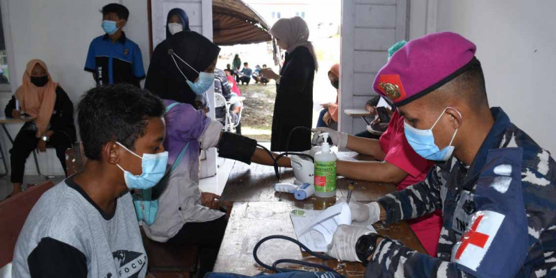 Ratusan Pelajar Di Kabupaten Sorong Datangi Posko Serbuan Vaksinasi Maritim Korps Marinir TNI AL