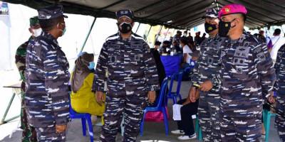 Komandan Pasmar 3 Tinjau Serbuan Vaksinasi Maritim Di Pelabuhan Umum Kota Sorong