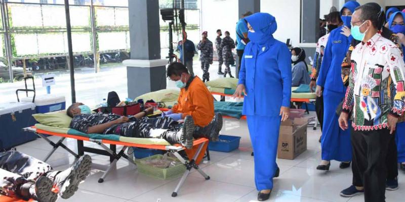 Sambut HUT Ke -76  TNI, 500 Prajurit Korps Marinir TNI AL Donorkan Darahnya.