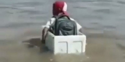 Video Anak SD Nyeberang Sungai Pakai Styrofoam Viral, Ini Fakta Sebenarnya
