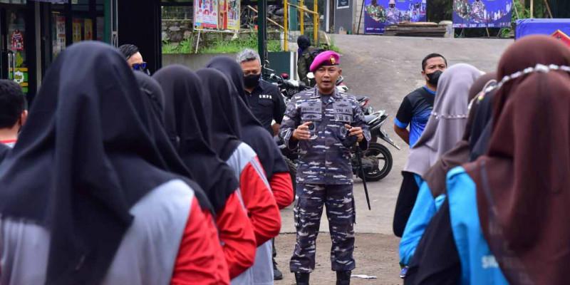 Peduli Lingkungan Marinir Bersama GMPS, Santri Suryalaya Dan Masyarakat Bersih Sungai Citanduy