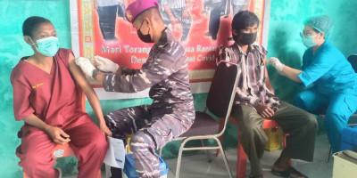 Korps Marinir TNI AL Gelar Serbuan Vaksinasi Maritim Distrik Mayamuk Kabupaten Sorong