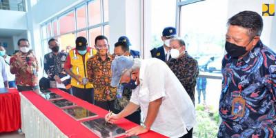 Tandatangani Prasasti Infrastruktur PON Papua, Menteri Basuki Apresiasi Kerjasama Tim