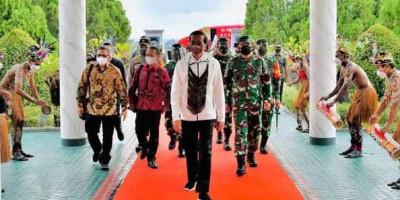 PON XX Papua, Presiden Jokowi Tiba di Jayapura Disambut Tarian Adat Selamat Datang