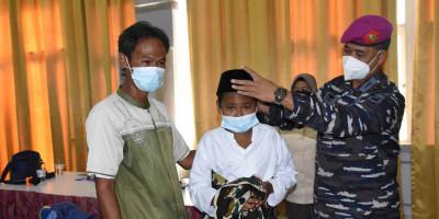 Dalam Rangka Hut Ke-73 Dinas Kesehatan Angkatan Laut Diskes Kormar Gelar Khitanan Masal