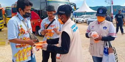 Cegah Kena Covid-19, Relawan Prokes Kota Jayapura Bagi-Bagi Masker