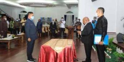 Gubernur Resmi Lantik Ridwan Rumasukun sebagai Sekda Papua