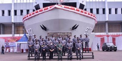 Panglima TNI, Menlu dan Menteri PPN/Kepala Bappenas Terima Brevet Kehormatan Hidro-Oseanografi TNI AL